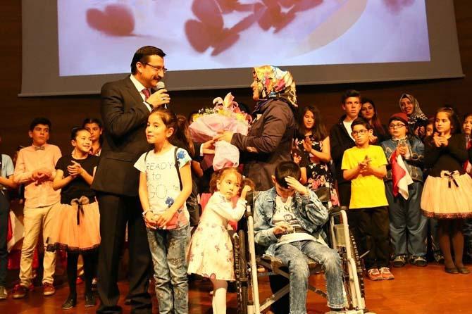KEDEM'Lİ öğrencilerden 'Anneler Günü'ne özel kutlama