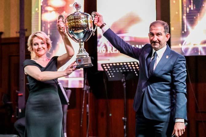 ELFİ Gayrimenkul başarısını kupa ile taçlandırdı