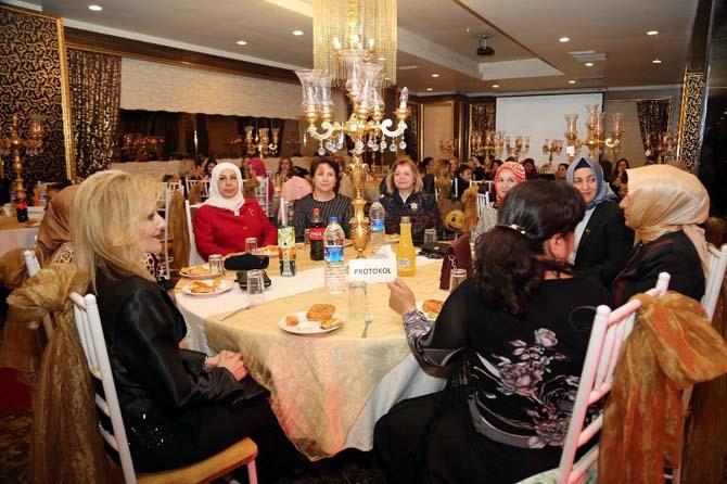 """Kayseri'de """"Kucak Dolusu Sevgi"""" Defilesi"""