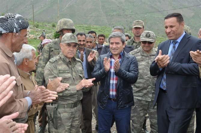 Korgeneral Çetin sınır kapısında