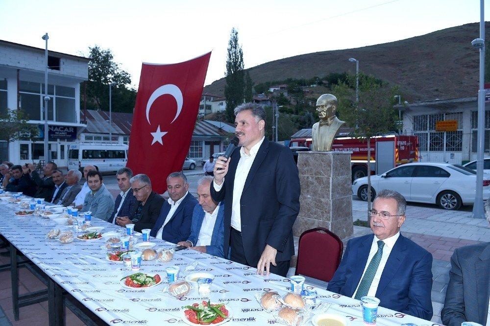 Başkan Çakır Kuluncaklılarla iftarda bir araya geldi