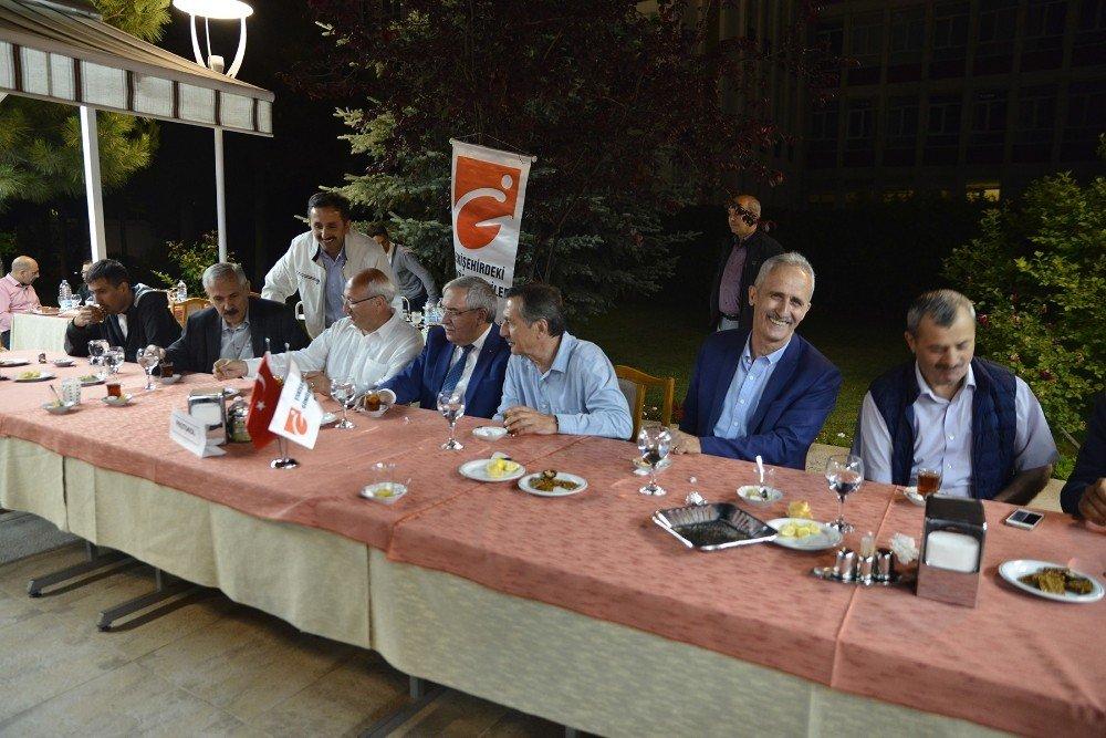 Başkan Ataç üç ayrı iftarda vatandaşlar ile buluştu