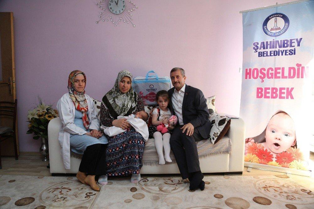 Başkan Tahmazoğlu, 70 bininci bebeği ziyaret etti