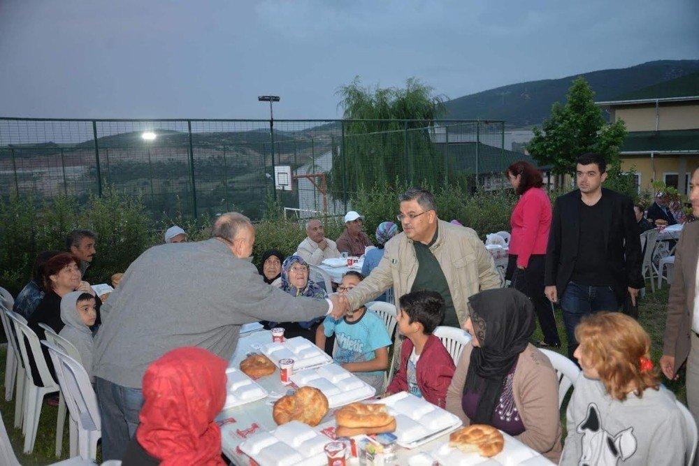 TOKİ'de kurulan iftar sofrası ile gönüller bir oldu