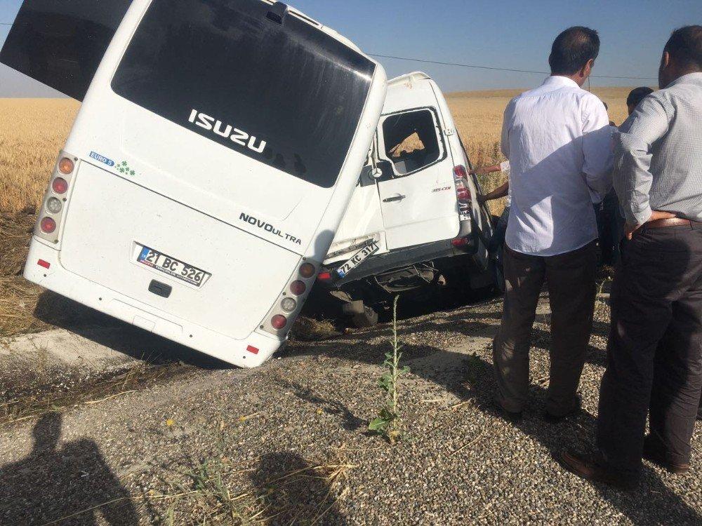 Askeri midibüs ile minibüs çarpıştı: Yaralılar var