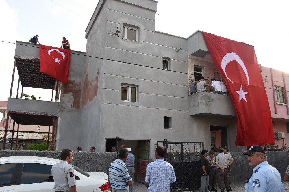 Mersinli Şehit Uzman Çavuş Ramazan Bahşiş'in baba evi yasa büründü