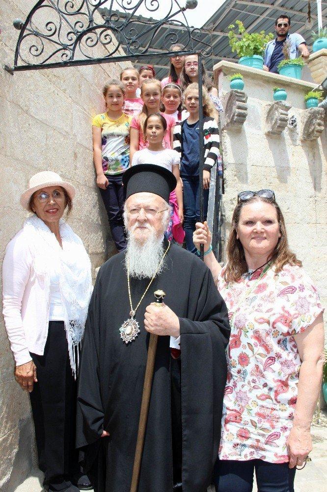Fener Rum Patriği Bartholomeos dünyanın tek bebek müzesini ziyaret etti