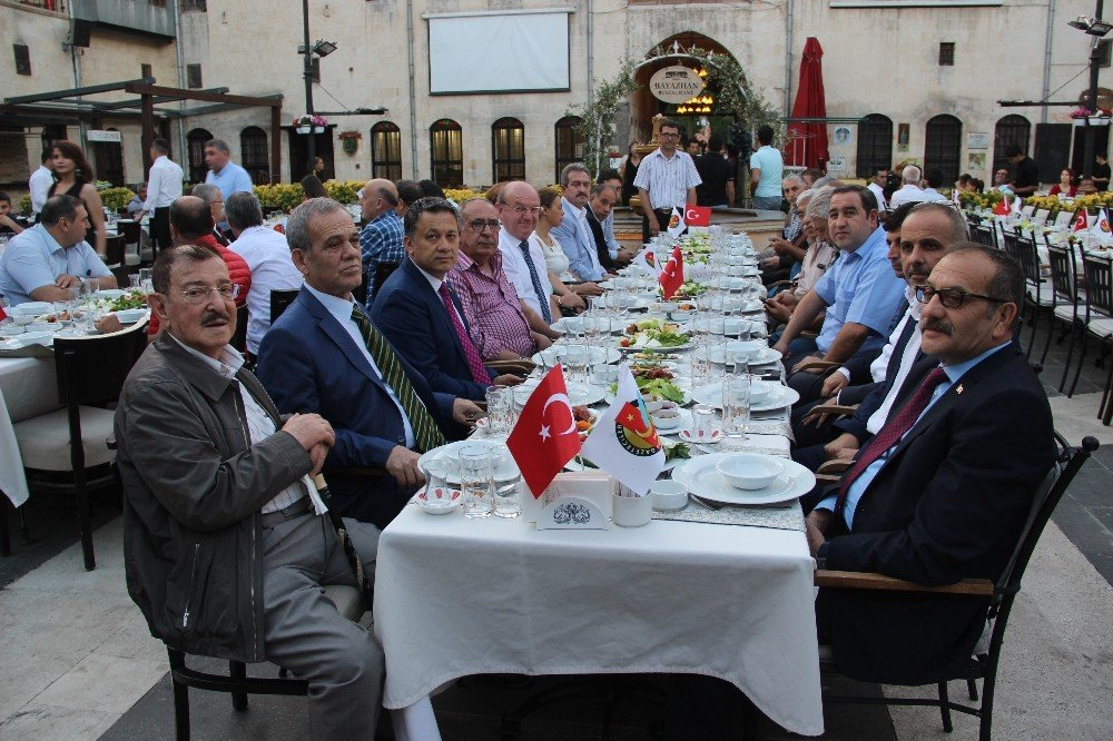 Gazeteciler, Gaziantep'teki iftar yemeğinde buluştu