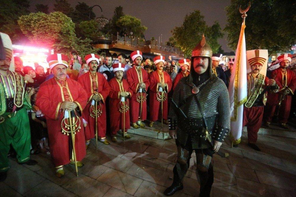 Gürsu mehteranı Eyüp Sultan'da sahne aldı