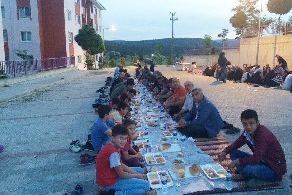 Hisarcık deprem konutlarında toplu iftar