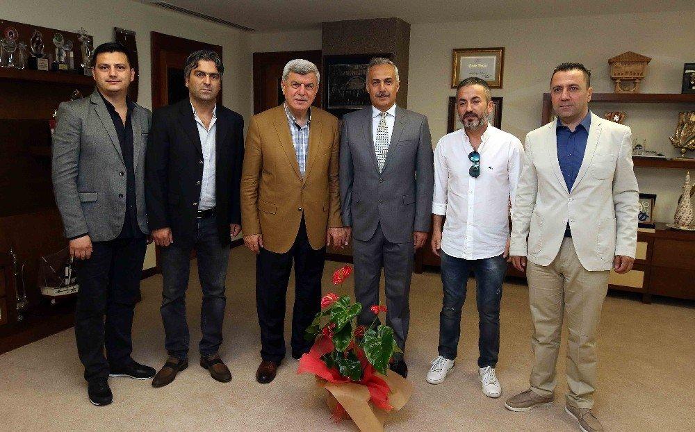 """Başkan Karaosmanoğlu, """"Dünyanın ilk on ekonomisi içerisine gireceğiz"""""""