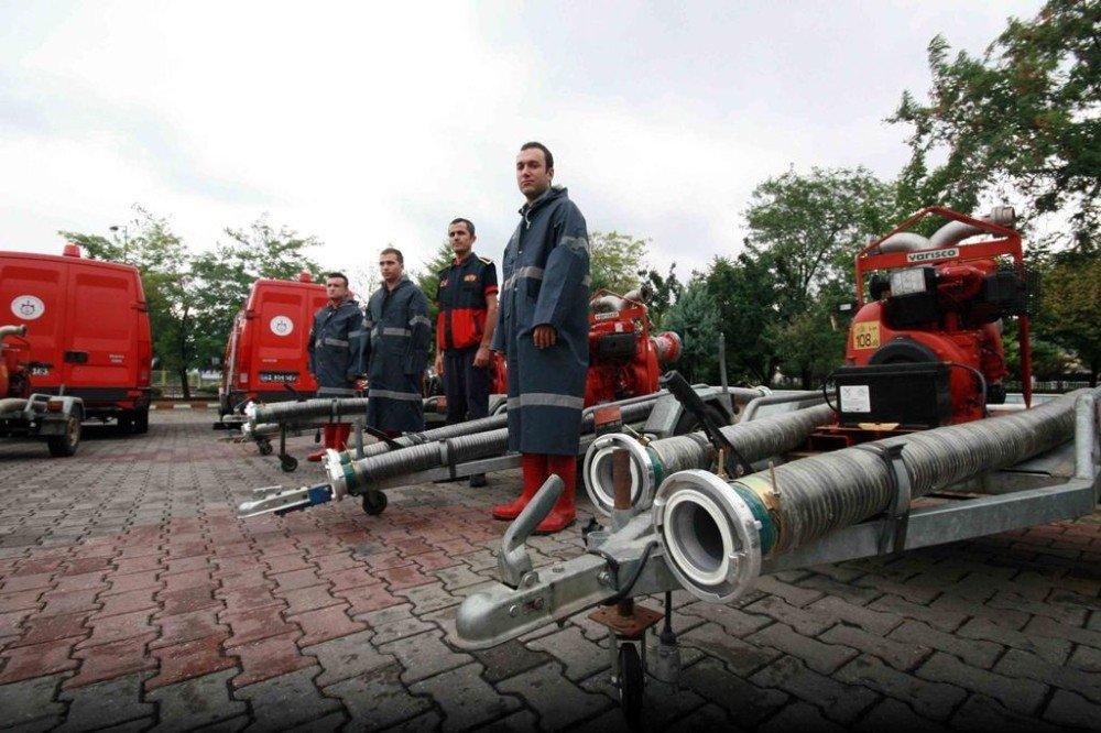 İtfaiye ekipleri, aşırı yağışlara karşı hazır bekliyor