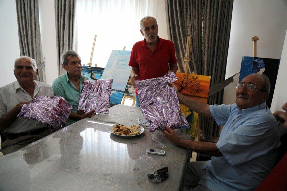 Babalar Günü Huzurevi'nde kutlandı