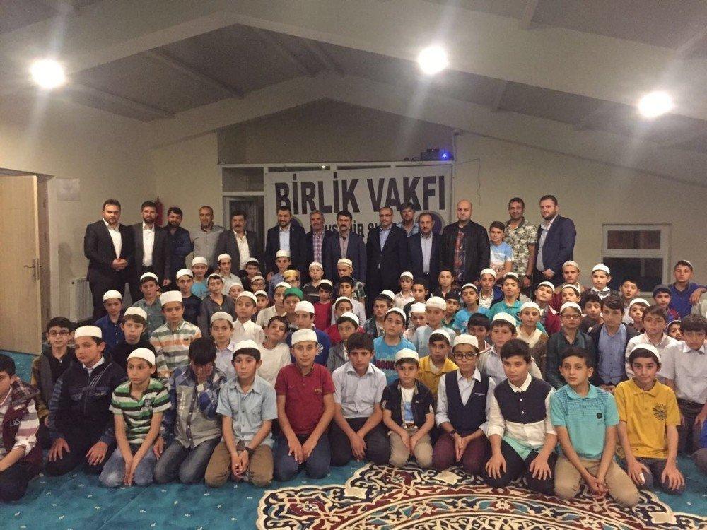 Vali Aktaş Kuran kursu öğrencileri ile bir araya geldi
