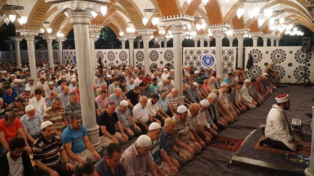 'Şehr-i Ramazan'a Uğur Işılak imzası