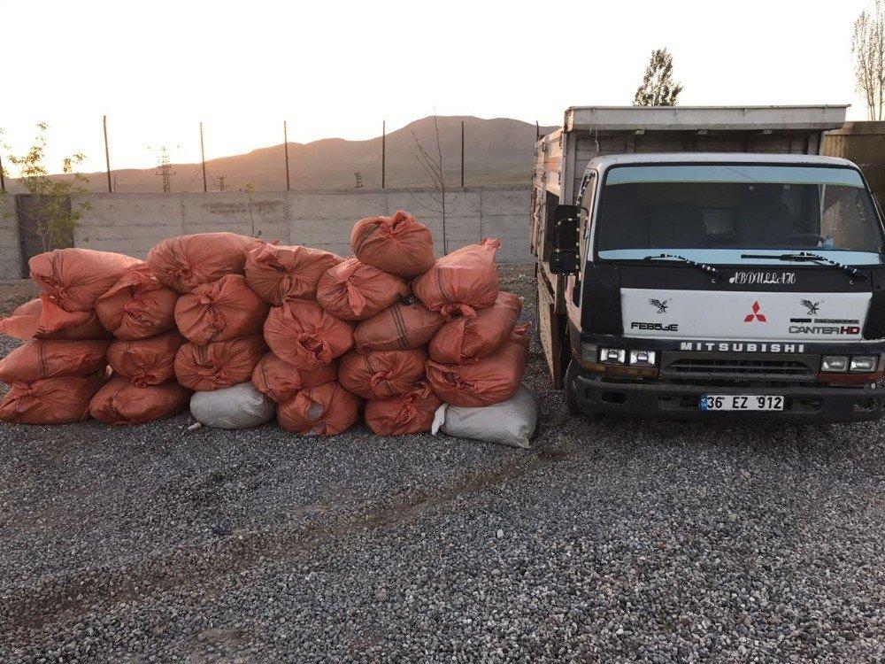 Başkale'de bir ton kaçak tütün ele geçirildi