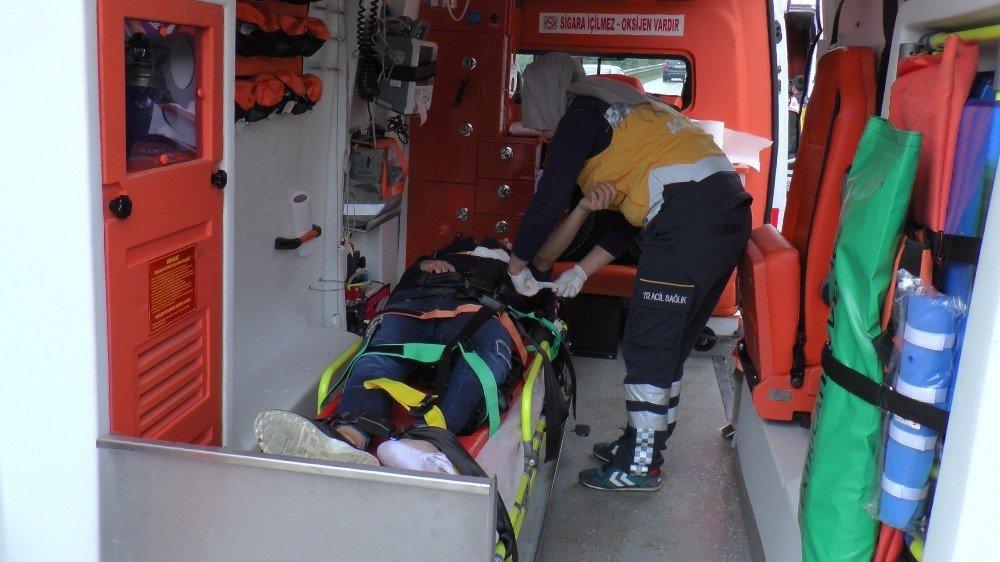 108 promil alkollü olduğu iddia edilen sürücü beton bariyere çarptı: 4 yaralı