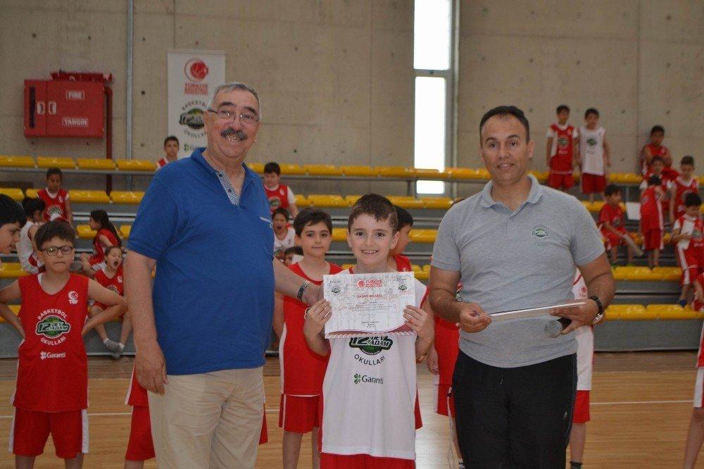Lüleburgaz 12 Dev Adam Basketbol Okulu sezonu kapattı