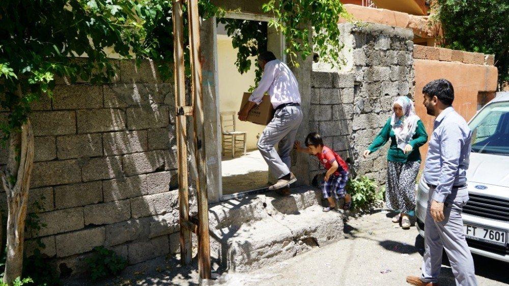 6 Bin 200 ailenin evlerine tek tek yardım götürüldü