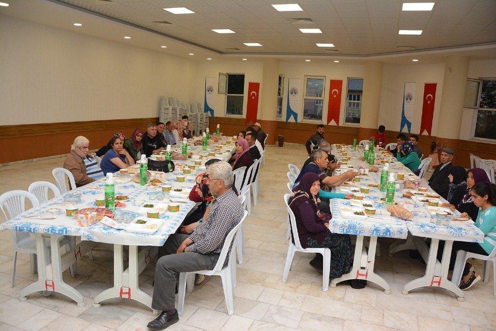 Başkan Acar, Altı Nokta Derneği üyeleri ile iftarda buluştu