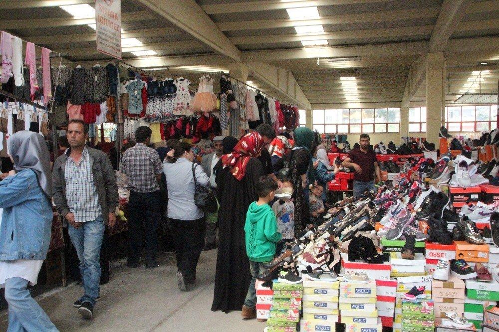 Bilecik'te bayram öncesi giyim pazarı doldu taştı