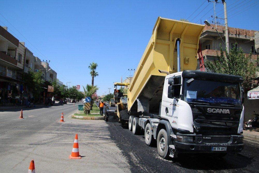 Büyükşehir asfalt revize çalışmalarına devam ediyor