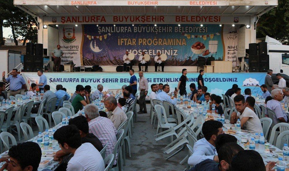 Büyükşehir Suruç'ta iftar yemeği düzenledi