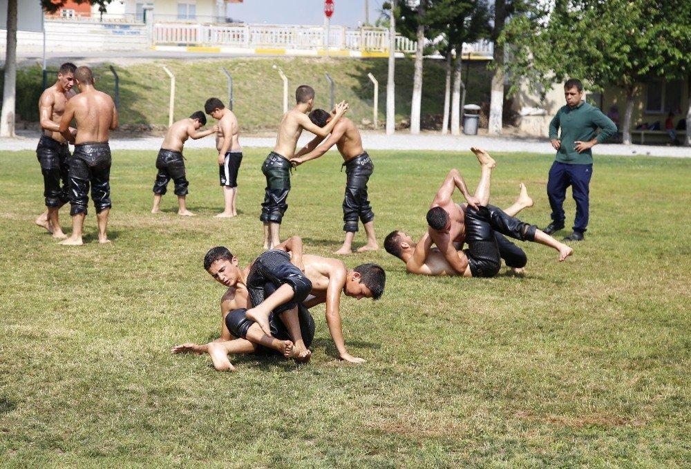 Döşemealtı'nın Minik Pehlivanları Kırkpınar'a hazırlanıyor
