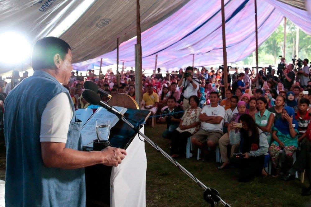 Filipinler Devlet Başkanı Duterte, vatandaşlardan özür diledi