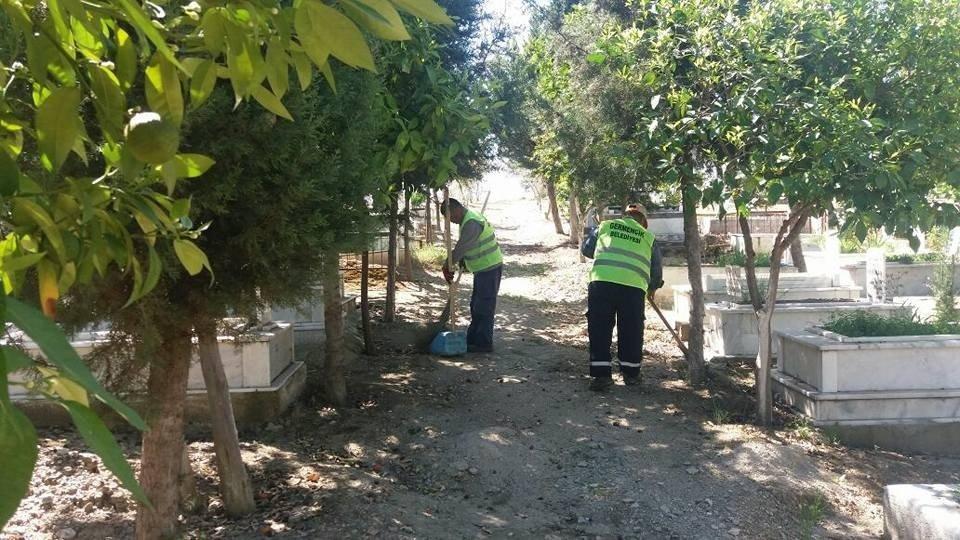 Germencik Belediyesi mezarlıklarda bayram temizliğine başladı