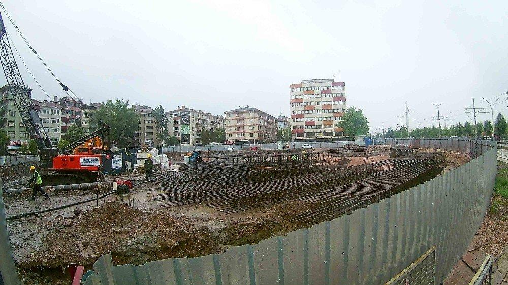 Kent meydanı ve katlı otoparkın zemin çalışmaları yapılıyor
