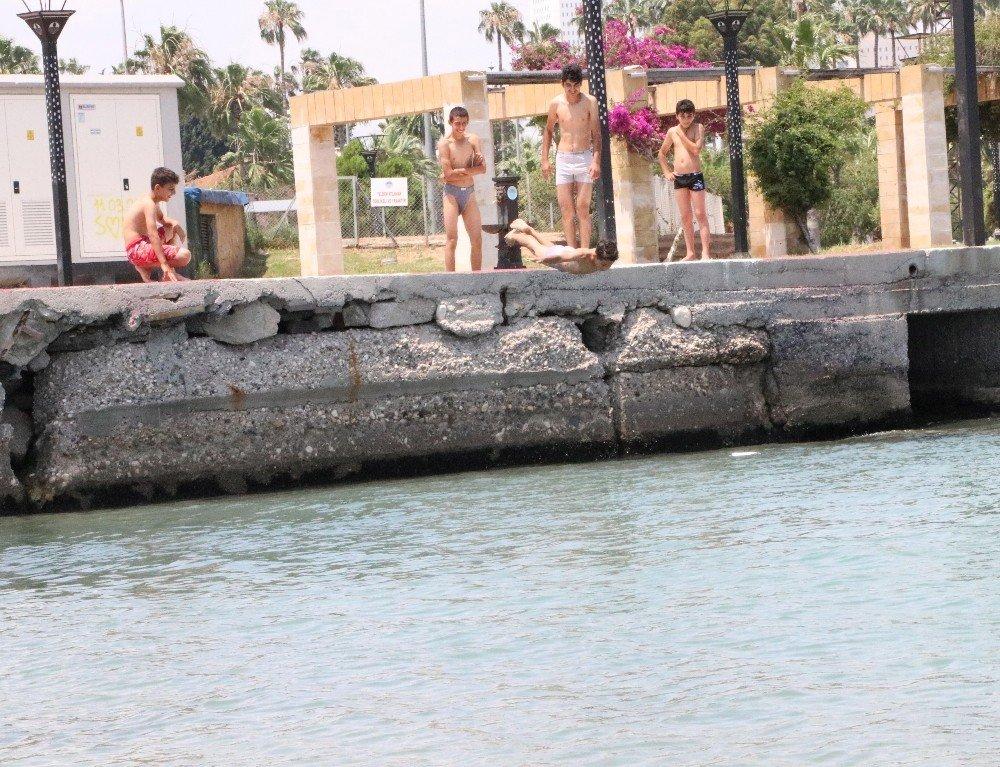 Çocukların denize ölümüne atlayışı