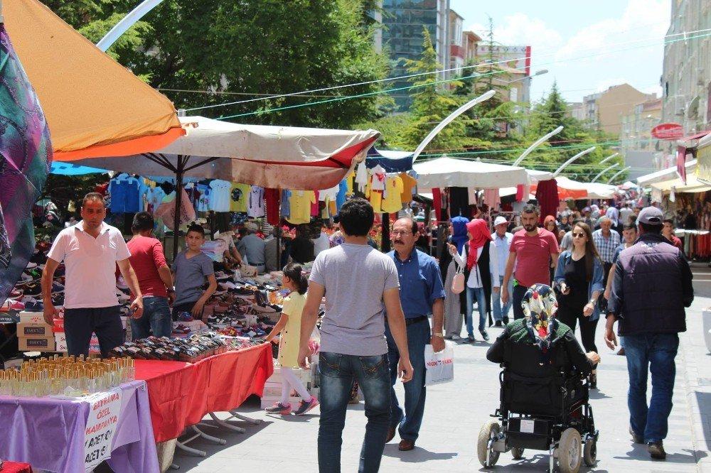 Ramazan'da çarşı bayrama hazır
