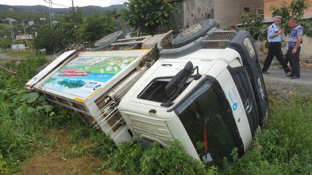 Çöp kamyonu devrildi: 1 yaralı