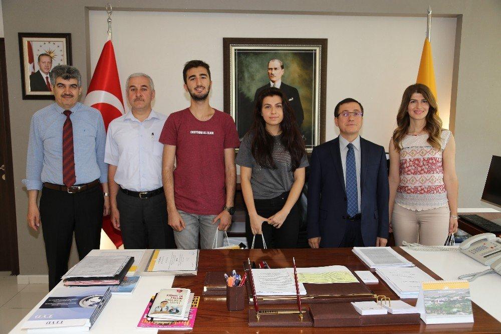 TÜBİTAK yarışmasında dereceye giren öğrencilerden rektör Kızılay'a ziyaret