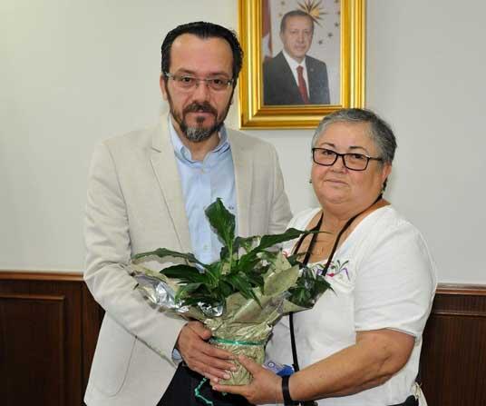 Hasta yakınından Rektör Bircan'a teşekkür ziyareti