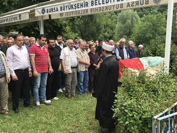 Almanya'da uçurumdan düşerek can veren Melek, Bursa'da toprağa verildi