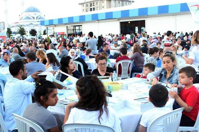 Kadir Gecesi'nde 15 bin kişilik iftar sofrası