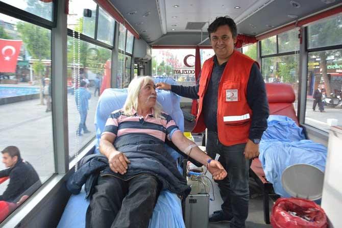 Kızılay'ın duyurusuna kayıtsız kalmayıp 47. kez kan verdi