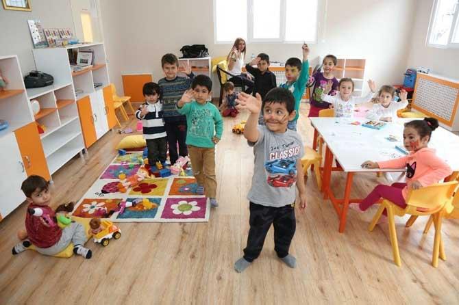 Anneler pazarda, çocuklar Nar Tanem Oyunevi'nde