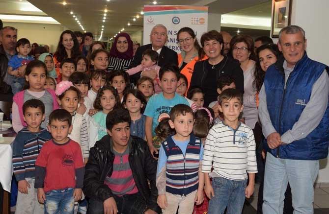 ESOGÜ Rektörü Gönen, Suriyeli ve Iraklı mültecilerle iftarda bir araya geldi
