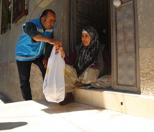 Haliliye Belediyesi evlere iftar hizmetiyle vatandaşın yanında