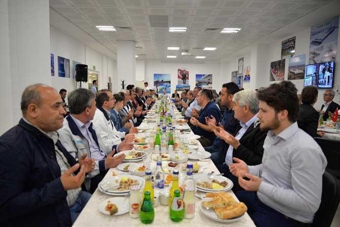 Vali Elban cam fabrikasının İftar yemeğine katıldı