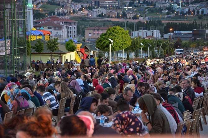 5 bin 400 kişi hep birlikte oruç açmanın hazzını yaşadı