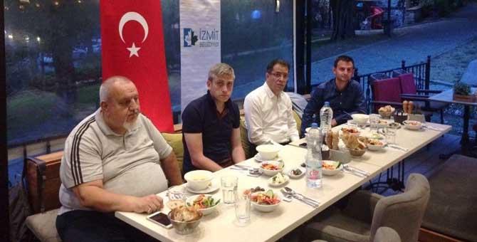 İzmit Belediyesi Millilerle iftar yaptı