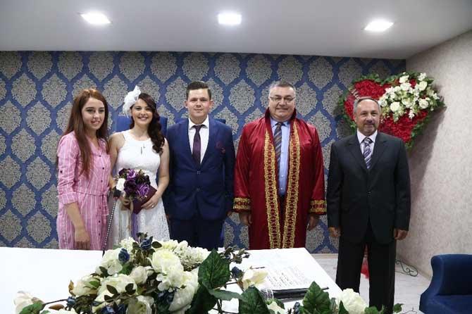Başkan Kesimoğlu'ndan genç çifte sürpriz
