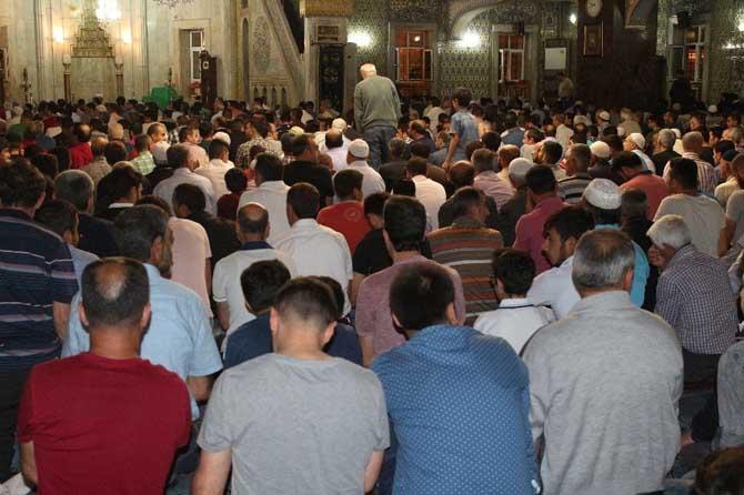 Elazığ'da Kadir Gecesi'nde camiler doldu taştı