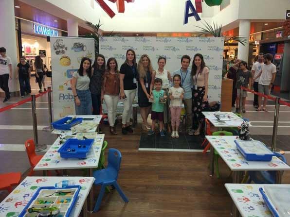 Forum Magnesia'nın Robotik Yarışması'na miniklerden yoğun ilgi