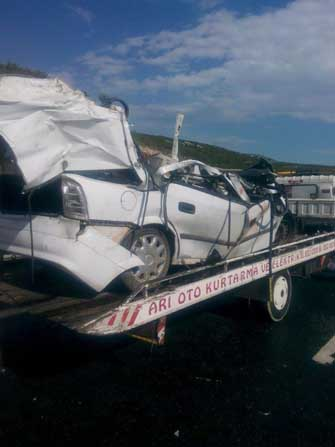 Tarsus'ta trafik kazası: 3 ölü, 3 yaralı