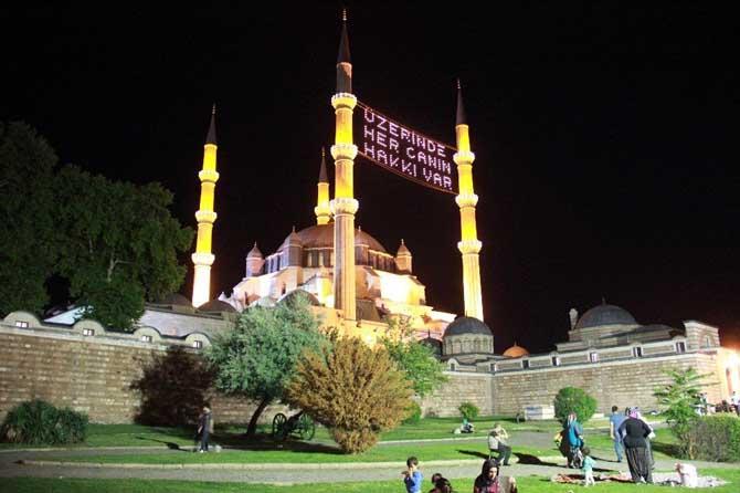 Kadir Gecesi'nde Selimiye Camii doldu taştı